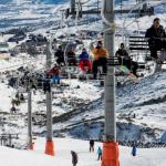 ¿Terminas de esquiar? Relaja los músculos con estos estiramientos
